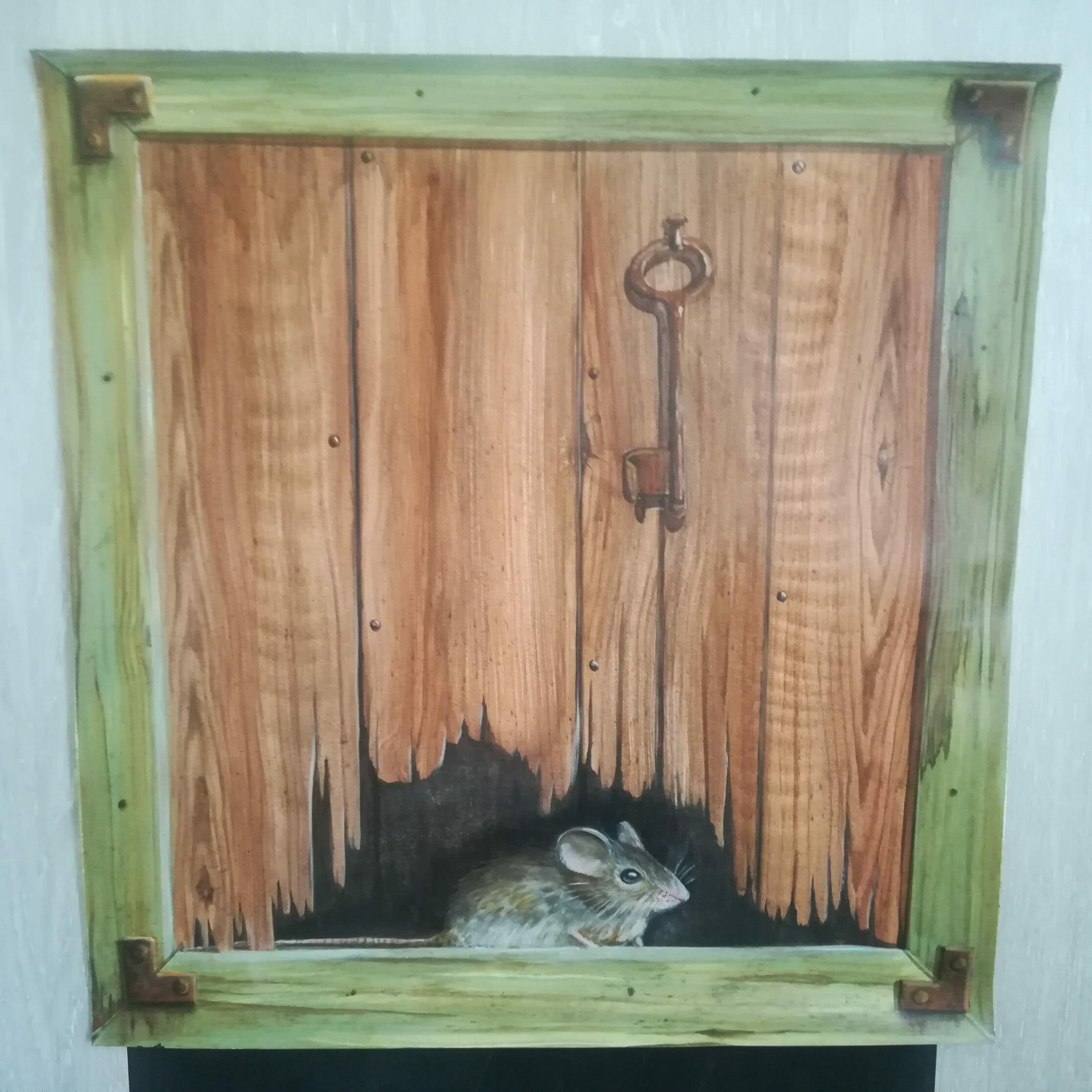 peinture trompe l'œil faux bois avec une souris et une clef