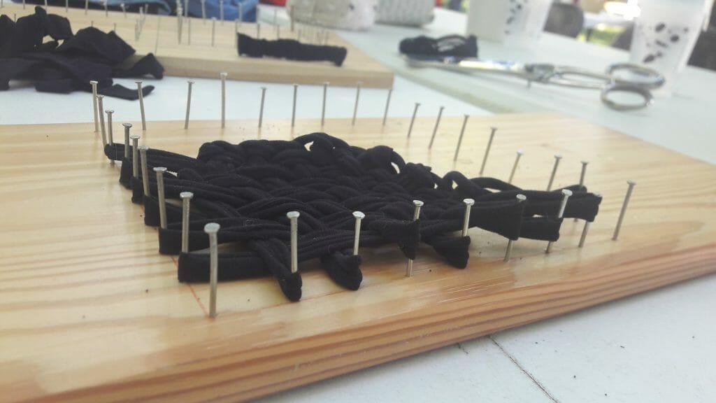 planche clouté pour la constuction d'éponges maison