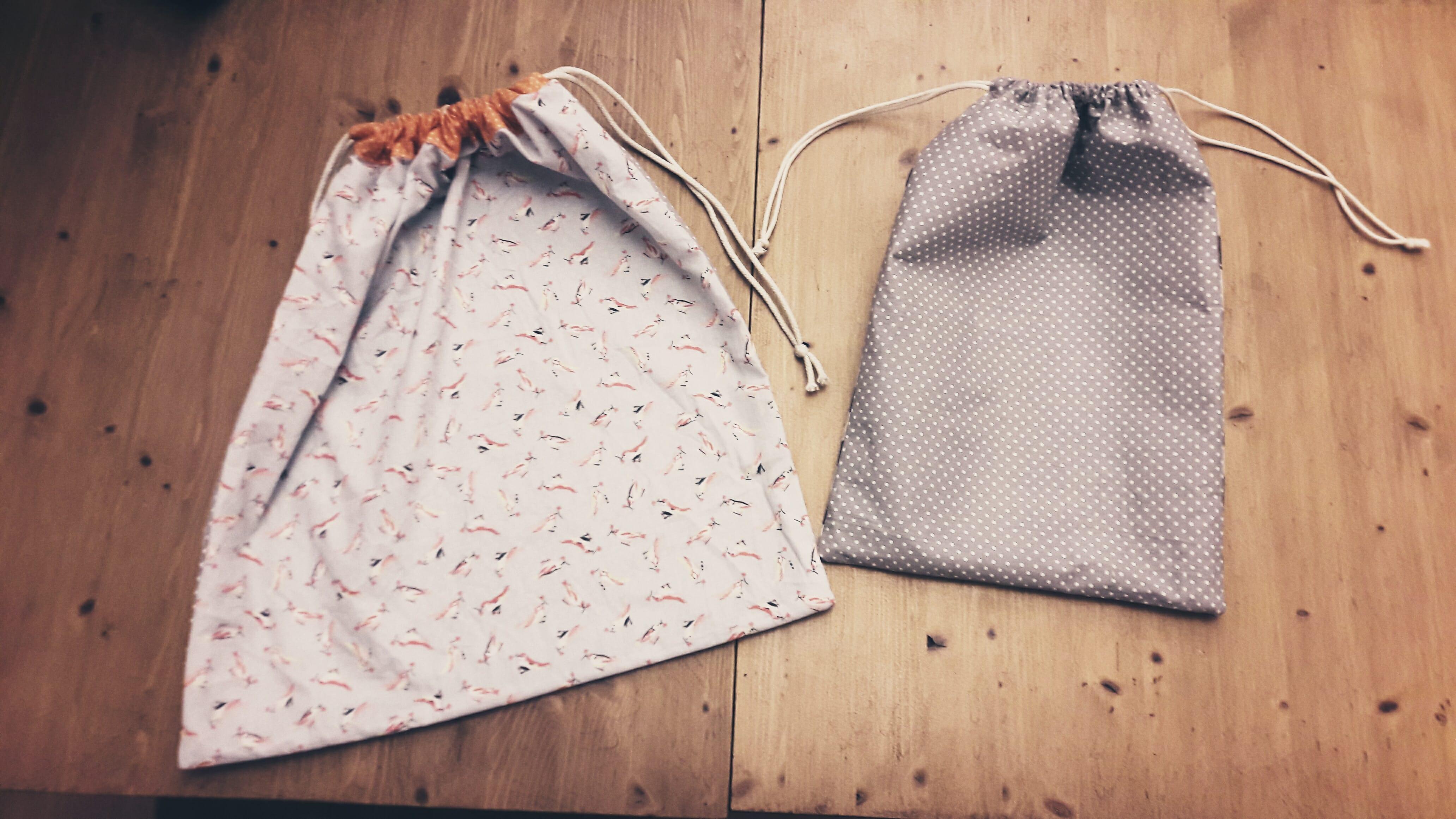 deux sac de rangement fait avec du tissu recyclé